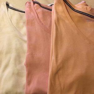 Avenue bundle of t-shirts. V neck. Size 18/20